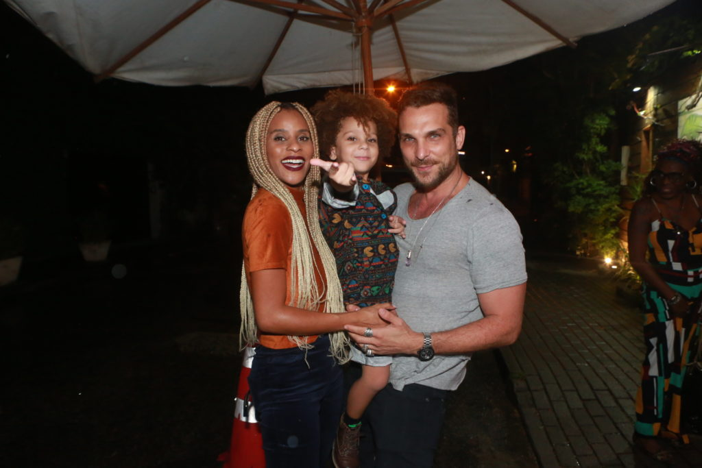 Igor Rickli com a família no aniversário da filha de José Loreto e Débora (Foto: Dilson Silva/ AgNews)