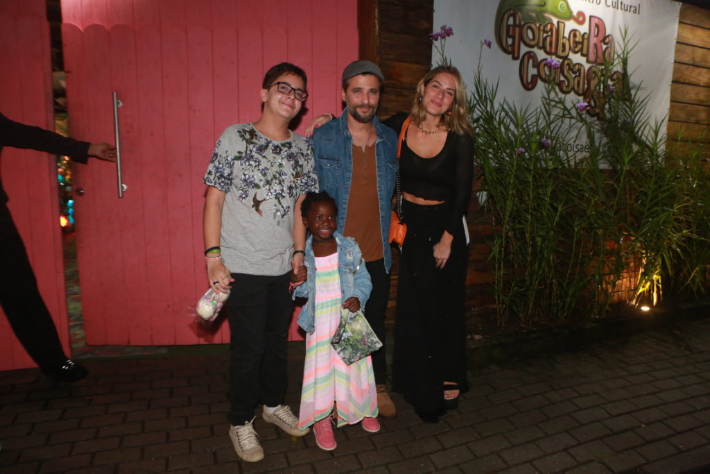 Bruno Gagliasso e Família no aniversário de Bella, filha de Loreto e Débora Nascimento (Foto: Dilson Silva/ AgNews)