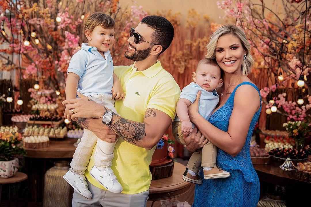 Gusttavo Lima, Andressa Suita, Gabriel e Samuel em momento família (Foto: Reprodução/Instagram)