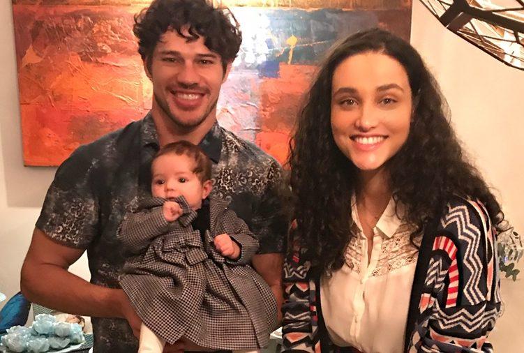 casais Os atores da Globo, Débora Nascimento e José Loreto com filha Bella (Foto: Reprodução/Instagram)