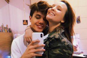 Leo Cidade e Larissa Manoela são um casal de namorados (Foto: Reprodução)