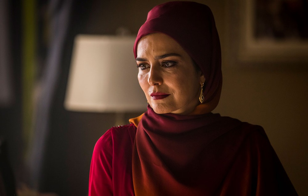 Soraia  (Letícia Sabatella)  em cena da novela Órfãos da Terra (Foto: Artur Meninea/Gshow)