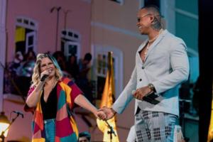 Marília Mendonça e Leo Santana durante show em Salvador (Foto: Reprodução/Instagram)