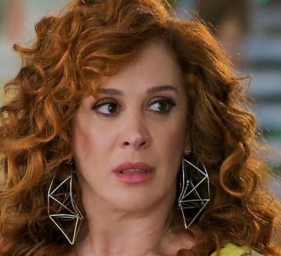 Claudia Raia apareceu em foto aos beijos com a atriz Fernanda Souza (Foto: Globo)