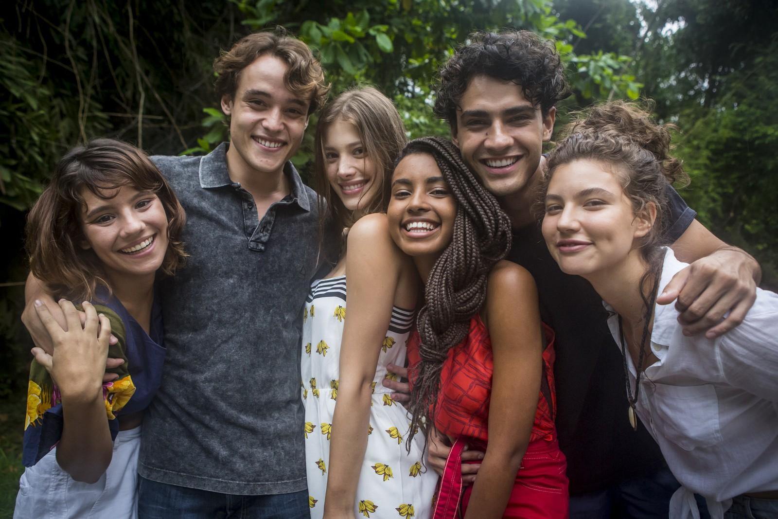 Dora de Assis (Raíssa), Danilo Maia (Thiago), Caroline Dallarosa (Anjinha), Gabz (Jaqueline), Pedro Alves (Guga) e Alanis Guillen (Rita) são os protagonistas de Malhação Toda Forma de Amar