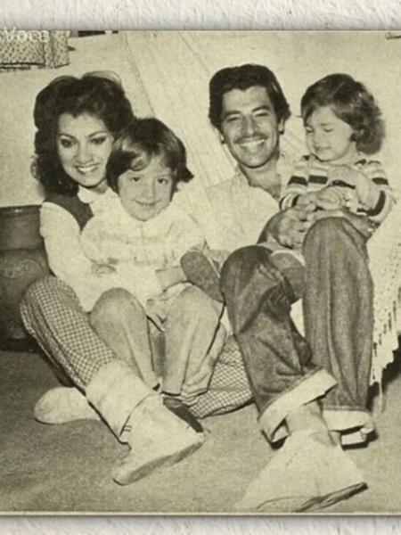 Atores da Globo em foto antiga com as filhas (Foto: Reprodução)