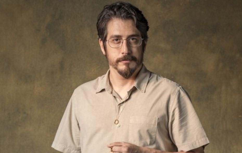 O médico Faruk é interpretado por Eduardo Mossri em Órfãos da Terra (Foto: Paulo Belote/TV Globo)