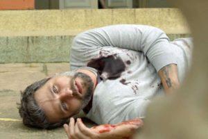 Gabriel (Bruno Gagliasso) morre após levar tiro em O Sétimo Guardião (Foto: Reprodução/Globo)