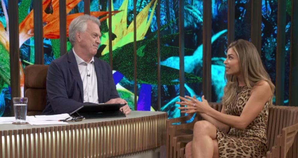 Estrela de Bom Sucesso, Grazi Massafera foi entrevistada por Pedro Bial na Globo