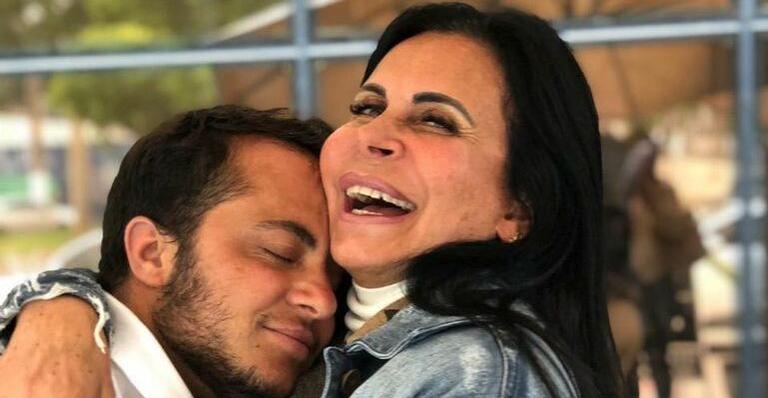 Thammy Miranda e a ex-attriz da Globo, A Dona do Pedaço, Gretchen (Foto: Reprodução)