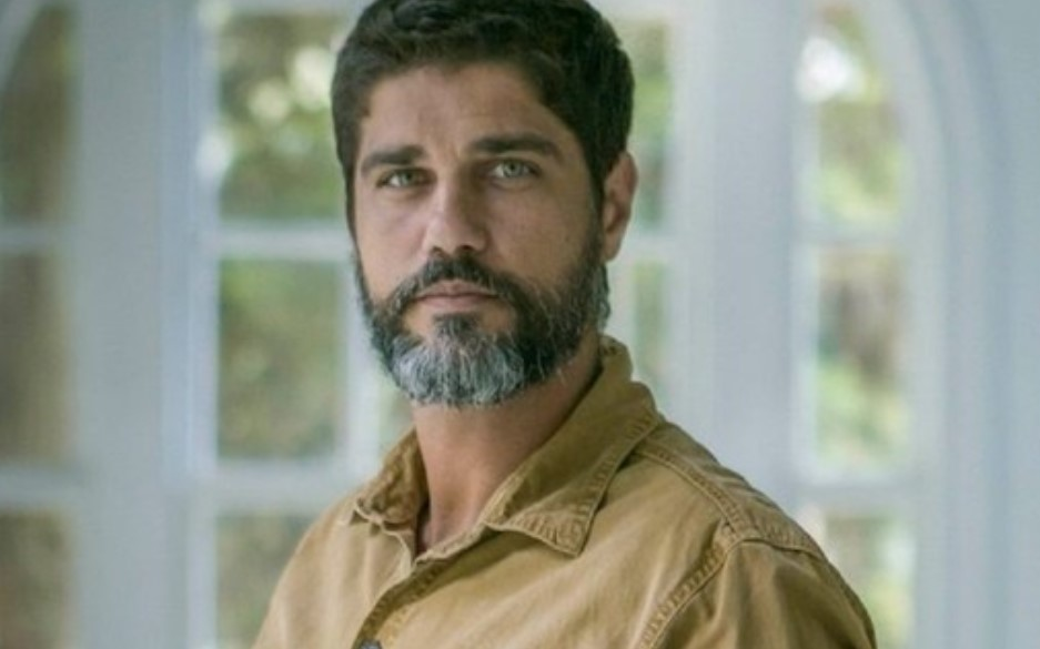 Hussein em cena da novela Órfãos da Terra (Foto: Reprodução)