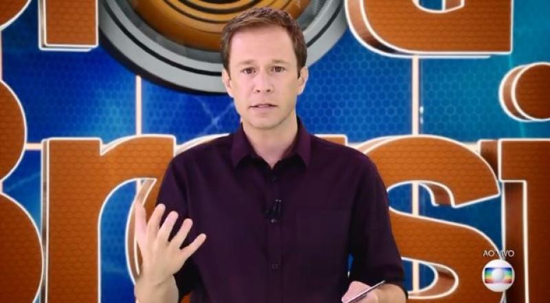 Tiago Leifert enquanto apresentava o BBB19 (Foto: Reprodução/Globo)