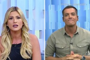 Livia Andrade e Leo Dias brigaram durante exibição ao vivo do Fofocalizando (Foto: Reprodução)