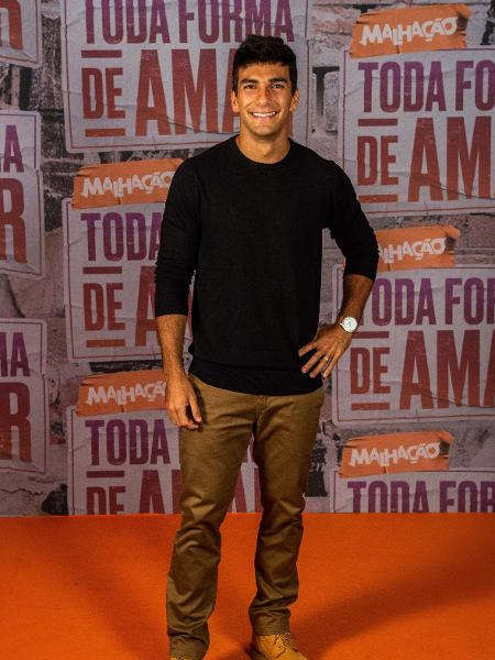 Hugo Moura Revela Sofrer Cobranças Na Carreira De Ator Por