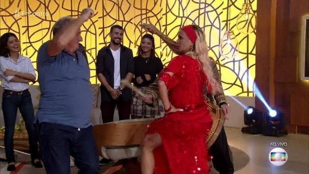 Pai do ator dançou ao vivo na Globo (Foto: Reprodução)