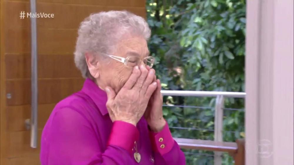 Palmirinha chora no 'Mais Você' — Foto: Reprodução/TV Globo