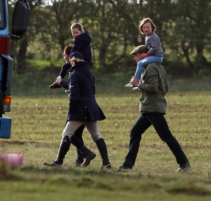 Kate e família no parque (Foto: Reprodução)