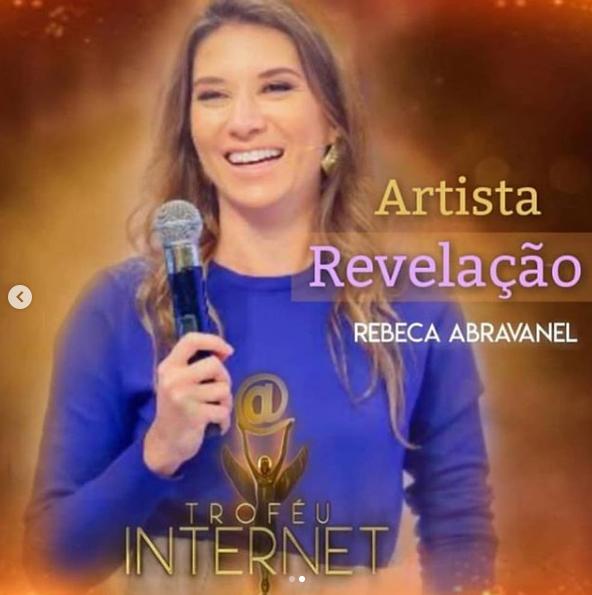 Rebeca Abravanel leva prêmio (Foto: Reprodução/ Instagram)