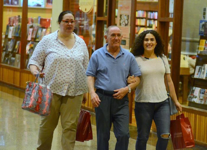 Renato Aragão, o Didi, a esposa Lilian Aragão e a filha Livia Aragão (Foto: Agnews)