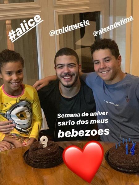 Ronaldo compartilha foto dos filhos e choca com semelhança (Foto: Divulgação)