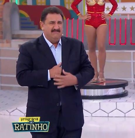 O apresentador Ratinho falou sobre a briga com a esposa ao vivo no SBT. (Foto: Reprodução)