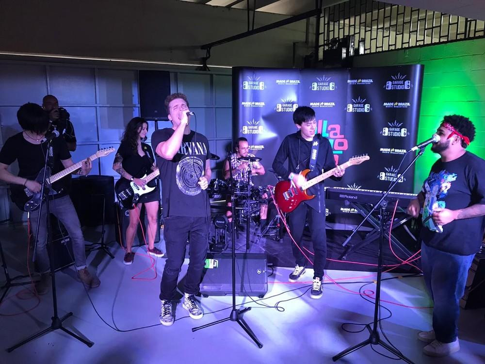 Thiago Fragoso soltou a voz no Lollapalooza (Foto: Reprodução/Gshow)