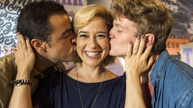 Paloma Duarte ao lado do marido e do filho (na ficção) na novela Malhação: Toda Forma de Amar (Foto: Reprodução)