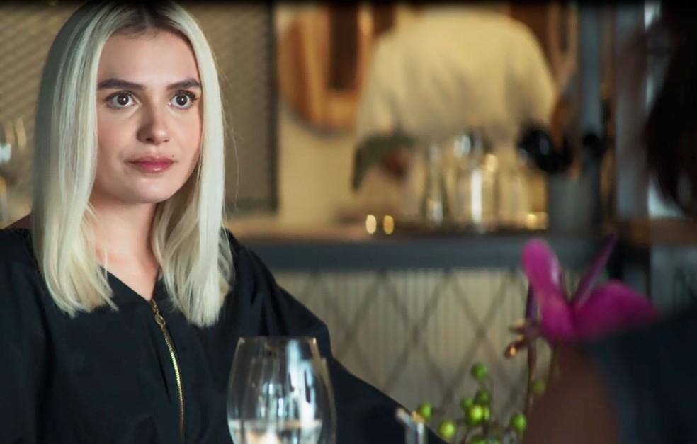 Kim (Monica Iozzi) em cena na novela A Dona do Pedaço da Globo