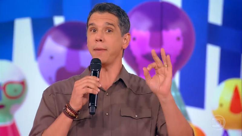O apresentador Márcio Garcia resolveu passear com o filho (Foto: Reprodução/Globo)