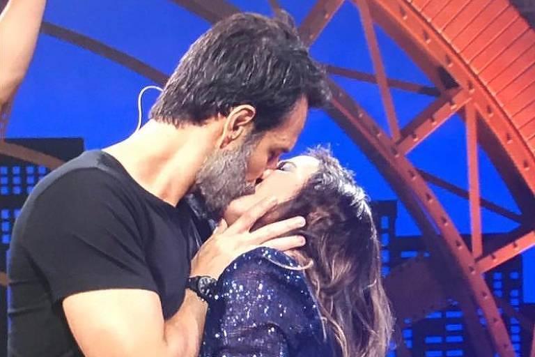 Rodrigo Santoro e Tatá Werneck deram beijão no Lady Night (Foto: Reprodução)