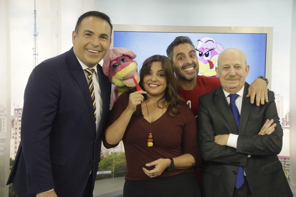 Reinaldo Gottino, Fabíola Reipert, Garçom e Renato Lombardi no quadro A Hora da Venenosa. (Foto: Divulgação)