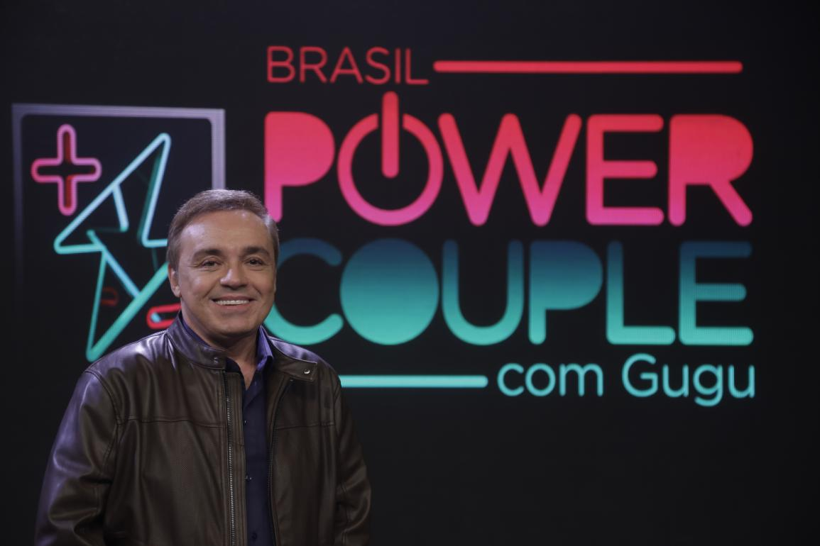 Gugu Liberato apresenta o reality show Power Couple Brasil 4 na Record. (Foto: Antonio Chahestian/Record TV)