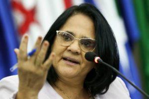 A ministra da Mulher, da Família e dos Direitos Humanos, Damares Alves, detonou outro personagem da TV (Foto: Divulgação)