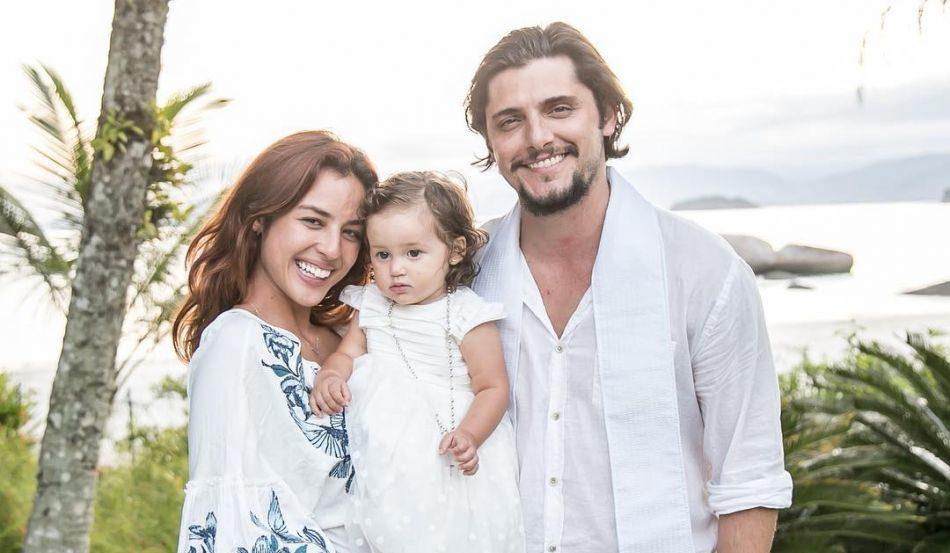 os atores da Globo,Yanna Lavigne, Bruno Gissoni e a pequena Madalena Foto: Divulgação)
