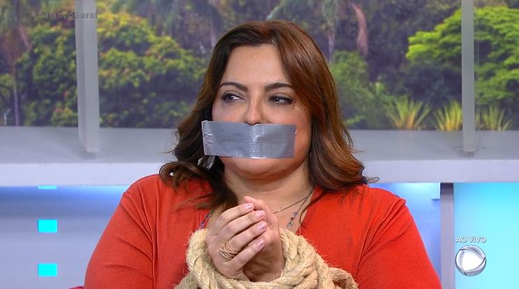 A jornalista Fabíola Reipert comanda o quadro A Hora da Venenosa da Record (Foto: Reprodução)