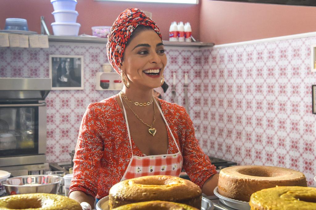 Maria da Paz (Juliana Paes) com os bolos em A Dona do Pedaço da Globo