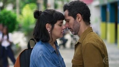 Sara e Ali em Órfãos da Terra (Foto: Reprodução/ Globo)