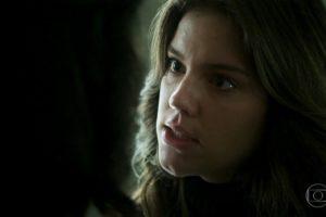 Dalila (Alice Wegmann) em cena de Órfãos da Terra (Foto: Reprodução/Globo)