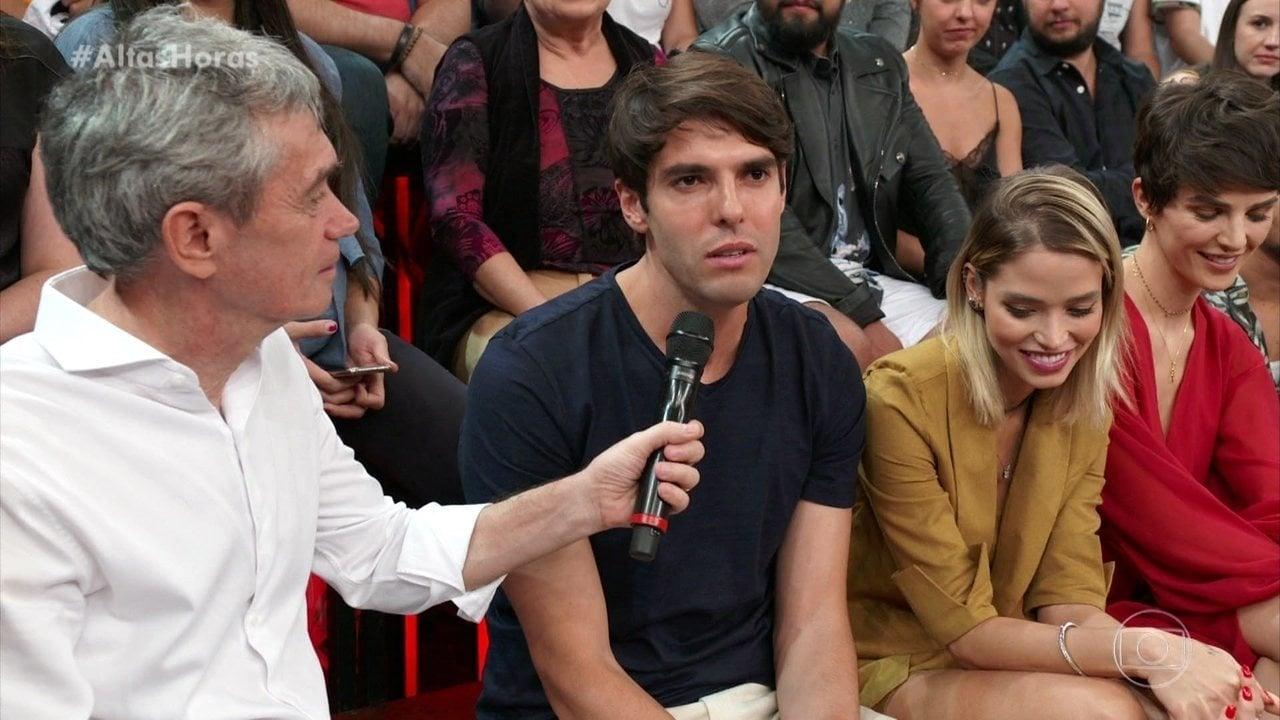 O jogador Kaká esteve no palco do Altas Horas (Foto: Reprodução)