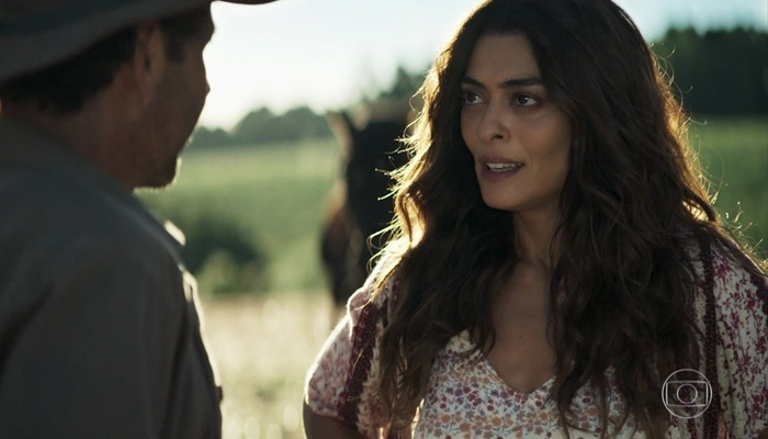 Juliana Paes (Maria da Paz) e Amadeu (Marcos Palmeira) em cena do primeiro capítulo de A Dona do Pedaço (Foto: Reprodução/Globo)