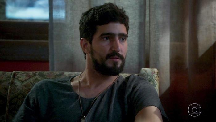 Renato Góes (Jamil) em cena de Órfãos da Terra (Foto: Reprodução/Globo)