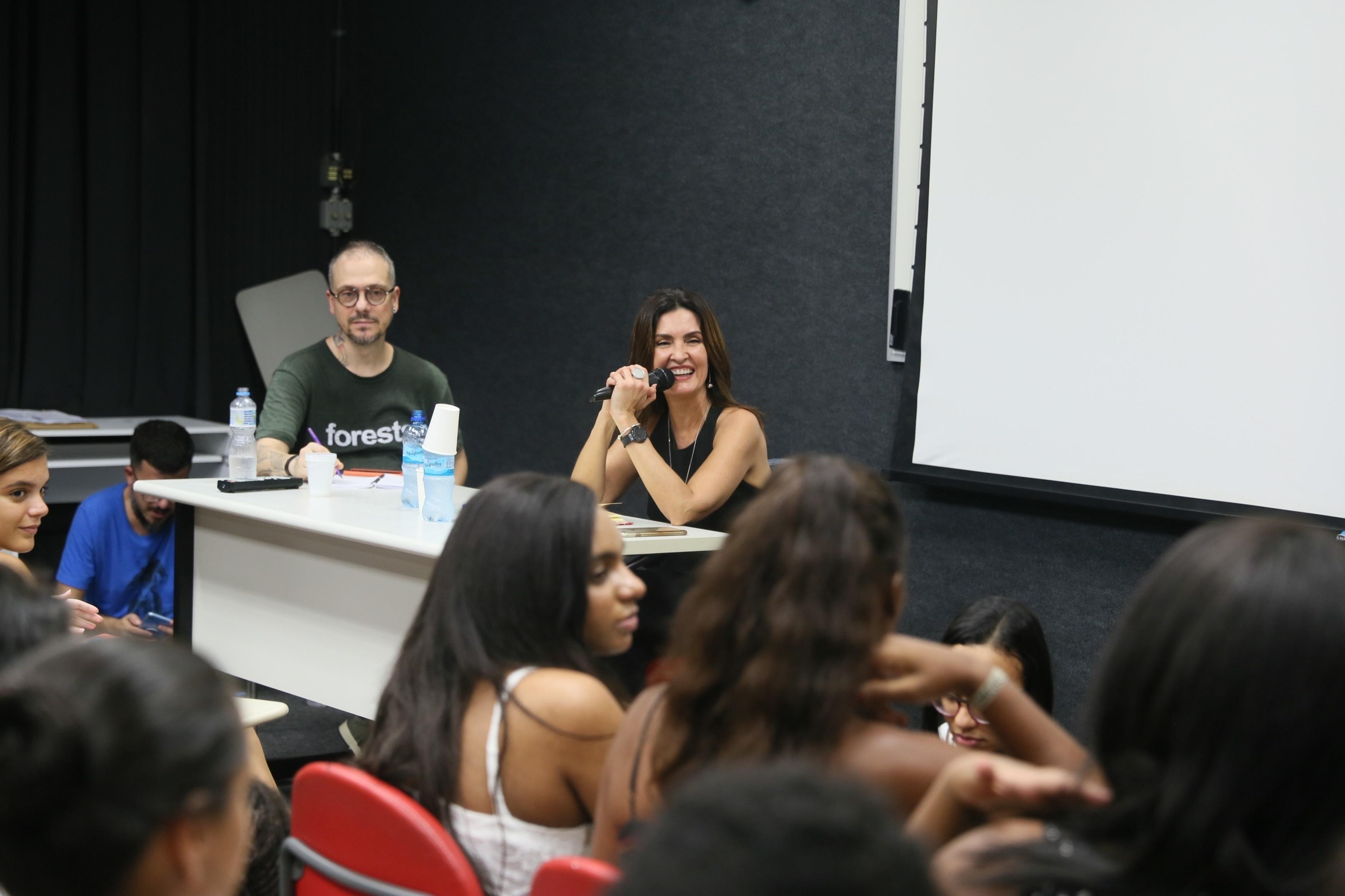 """Fátima Bernardes faz palestra """"encontro marcado com Fátima"""" na universidade Puc na Gávea no rio de janeiro para estudantes de jornalismo (Foto Agnews)"""
