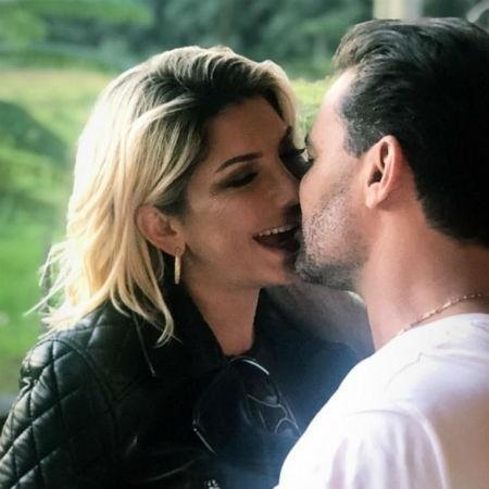 Antonia Fontenelle aos beijos com o cantor sertanejo Eduardo Costa (Reprodução/Instagram)