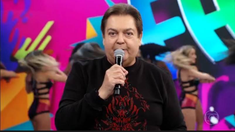 O apresentador Faustão ridicularizou música de Paula Fernandes (Foto: Reprodução)