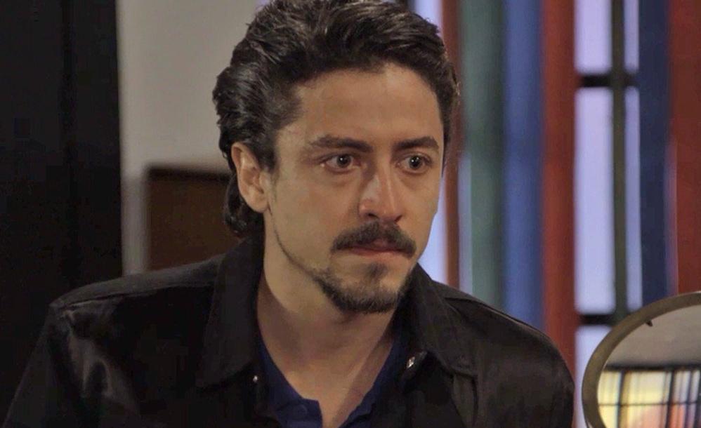 Jerônimo (Jesuíta Barbosa) é o vilão de Verão 90, novela das sete da Globo