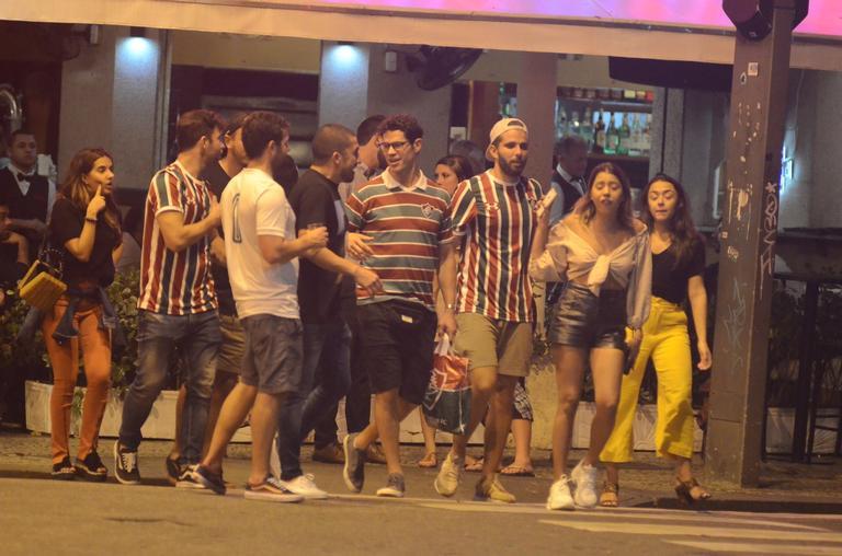 José Loreto curtiu noitada com amigos (Foto: AgNews)