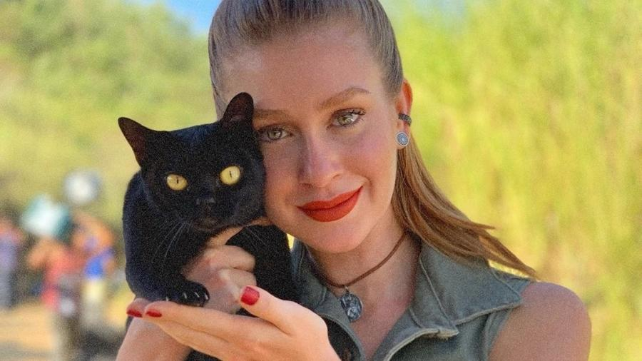 Marina Ruy Barbosa com o gato León (Foto: Instagram)