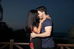 Mileide Mihaile em clima bastante quente com o namorado Wallas Arrais (Foto: Divulgação)