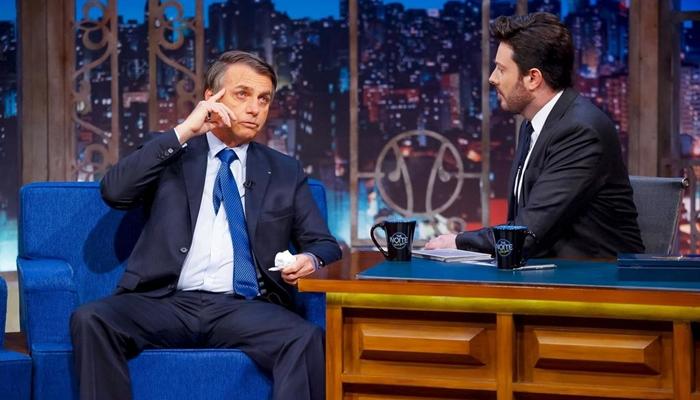 Jair Bolsonaro é entrevistado por Danilo Gentili no The Noite (Foto: Gabriel Cardoso/SBT)