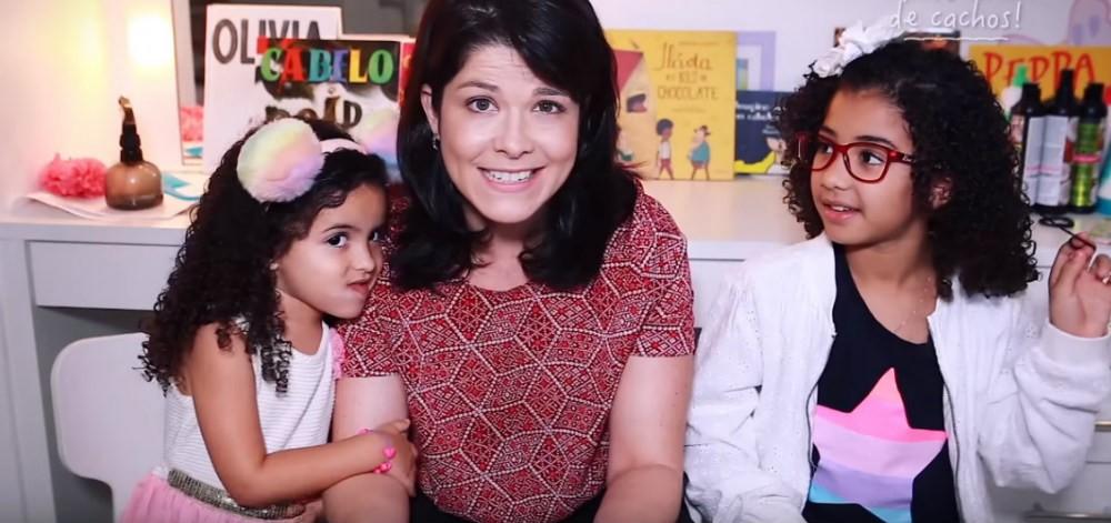 Samara Felippo e filhas (Foto: Reprodução/YouTube)